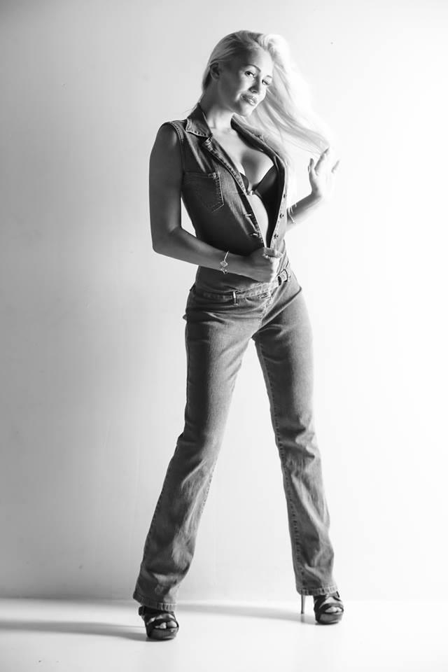 black-and-white-model-theresa-longo